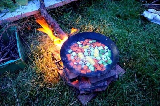 用柴火煲湯