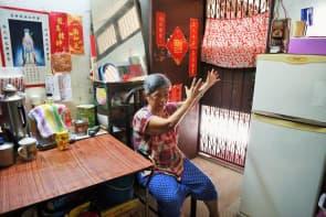 阿娟婆婆的活動範圍最遠只能屋外的走廊,連衛生局也無法去。