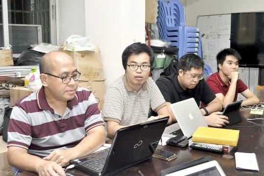 9月鄭明軒(左二)首次以理事長身份主持會議。