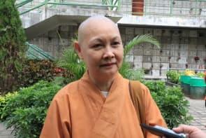 彌陀蓮舍的 (上) 惟 (下) 寬法師認為樹葬與佛學理念沒有抵觸。