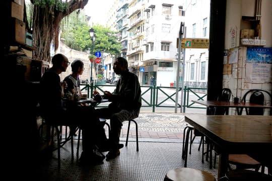 「嚟嘆返杯咖啡」就是小城市民的日常生活