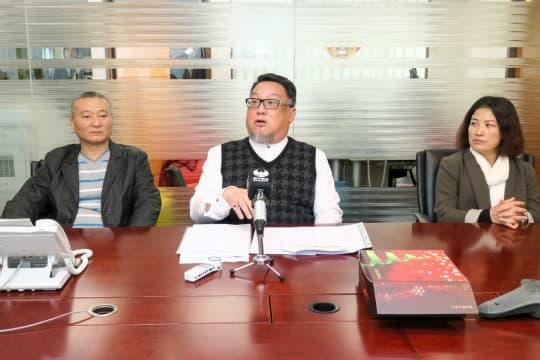 公共停車場關注協會理事長李國輝(圖中)