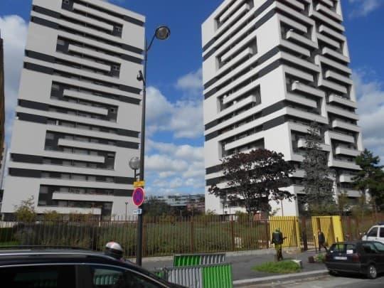 巴黎第十九區的現代風格社會住宅,由André N. Coquet等知名建築師,於1967年間所建,是法國建築史上重要作品。