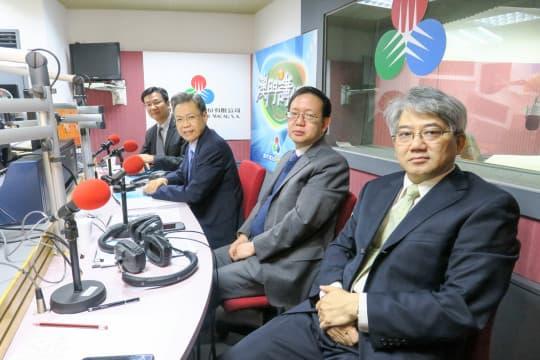 衛生局局長李展潤、副局長郭昌宇等官員出席《澳門講場》