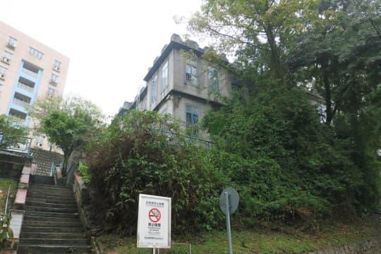 山頂醫院下方的灰色小屋將被拆卸