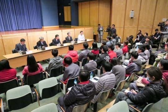 參觀過後,社文司司長譚俊榮及衛生局官員與嶺南師生交流。