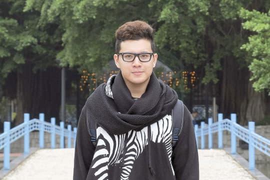 非中非葡的身份,令Paulo比華人青年更早關心「五十年不變」之後的澳門會變成怎樣。