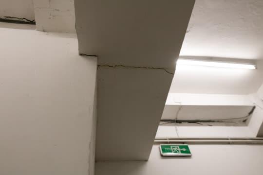 裂縫多數出現在樑柱與牆身的接駁處