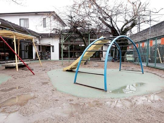 京都的學校都有一片泥地