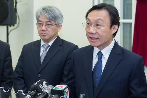 社文司長譚俊榮(右)及衛生局長李展潤。