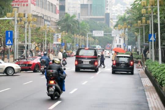 林翊捷指,皇朝區道路彎彎曲曲,無助降低車速。