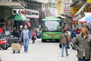 林翊捷認為,當局可修改巴士路線,減少大型車輛進入十月初五街。