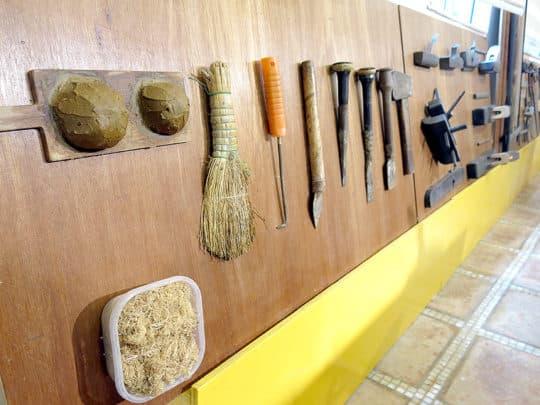 展示室中陳列了各種造船工具