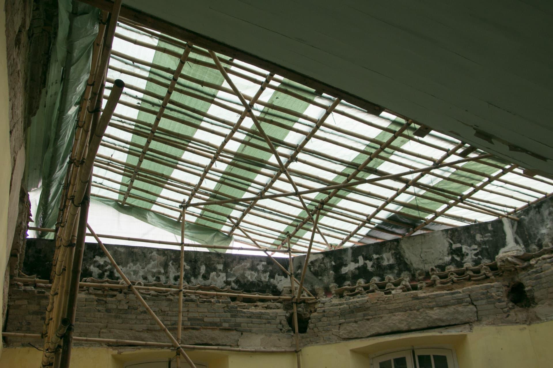 倒塌屋頂部分現時正進行修復工作