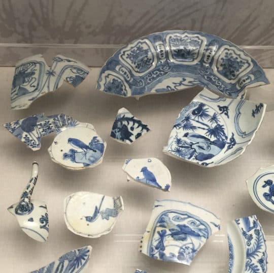 崗頂出土的瓷片.