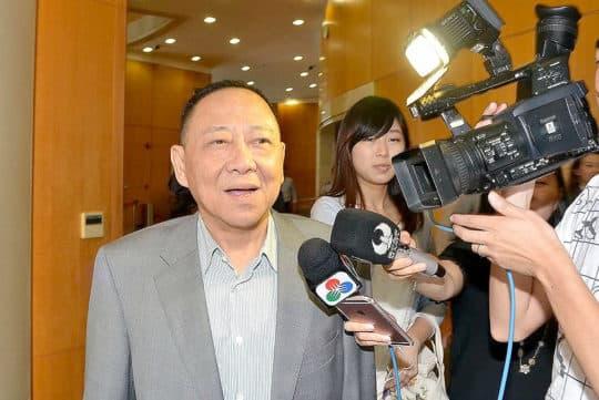 議員馮志強又爆金句,指回歸前換地「好似食餐飯咁簡單」。