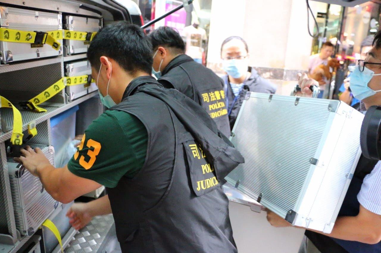 司警現場勘查車及專科人員到場調查