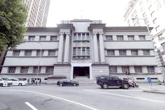新中央圖書館選址舊法院,建築面積三萬三千平方米,共十一層,文化局表示,暫定以「前四後七」的方式分配樓層。