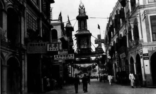 二十世紀初的新馬路一帶的騎樓街。(圖片來源: 「Album Macau」,頁67)