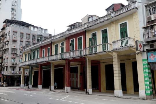一些騎樓建築得以保留和活化,如這幾楝擁有八十年歷史的騎樓被活化為「沙梨頭圖書館」。