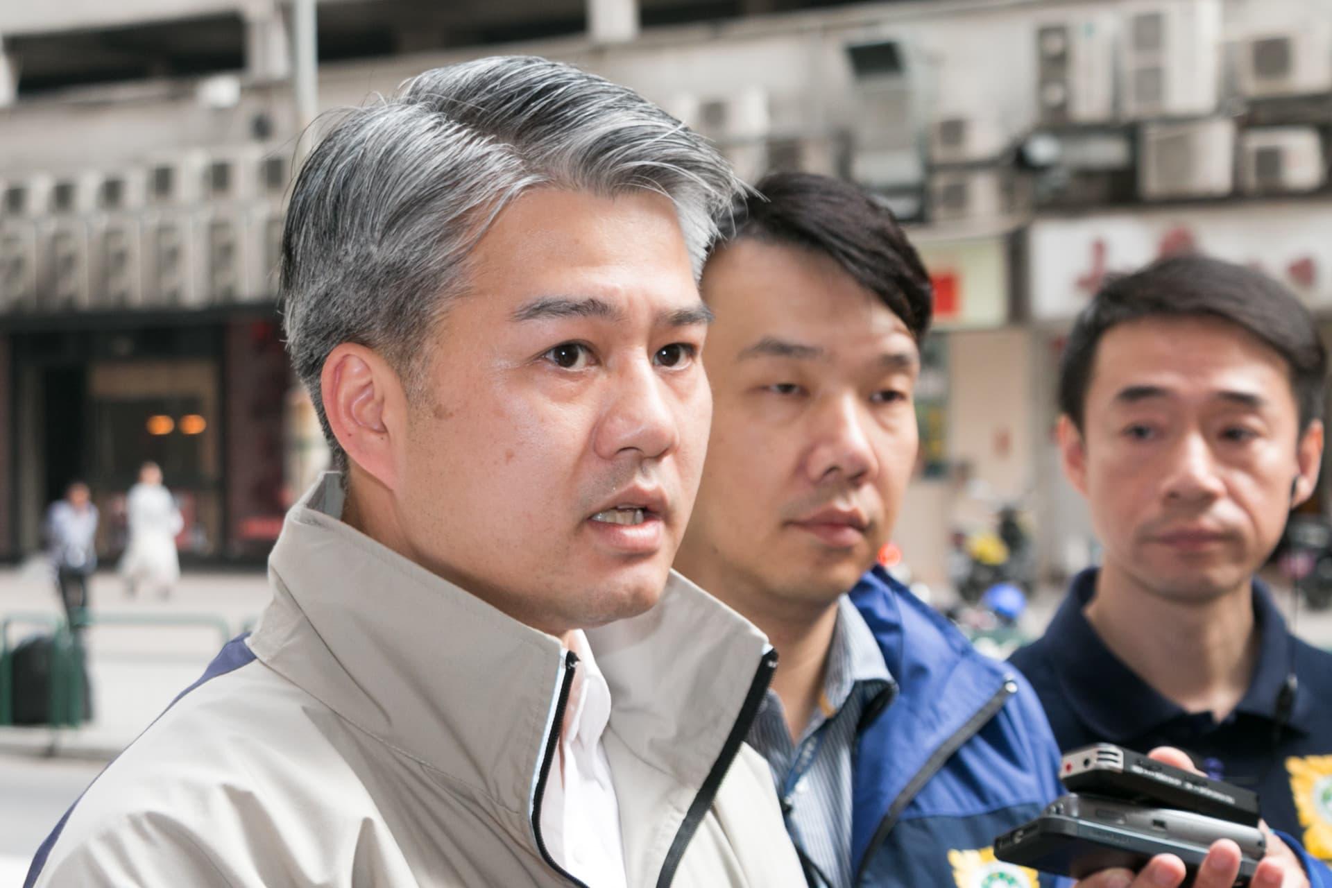 司警社區警務及公共關係處處長鄭寶湘(圖左)