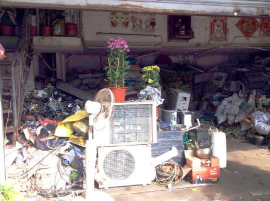 在順景廣場的五金廢品回收商舖。