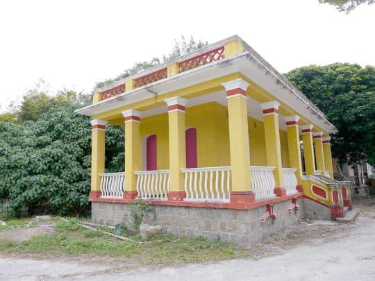 聖母村小屋正進行翻新工程。