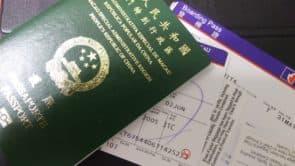 以前每次離澳赴港屬於複診多,只能放噴射船或船票上網……這次不同了,是機票和護照喔!