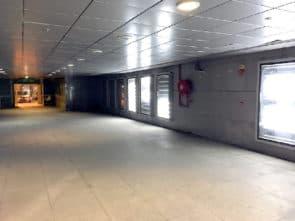 而亞馬喇前地改造工程完成後被社會批評地庫路線指示不清晰部份區域互不相通電梯及升降機沒有啟用工程質量參差。