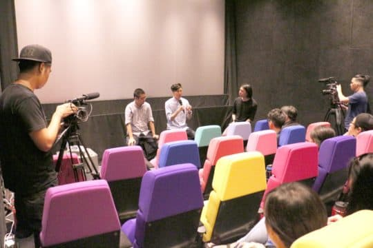導演黃肇邦和監製卓翔在戀愛電影館放映後的座談。