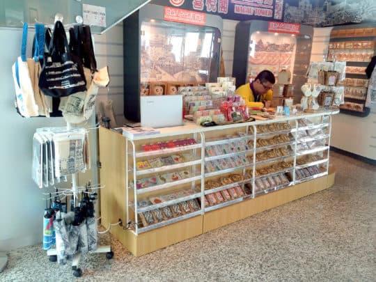 於觀光塔上的「喜悅閣」是扶康會與觀光塔合作開設的社企禮品店。