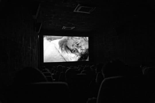 紀錄片《塵》中婆婆最後卧床的日子。