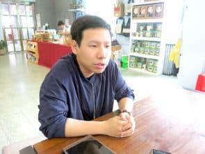 項目經理梁家華。