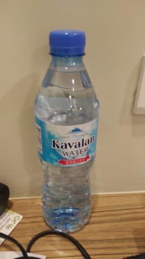 旅館提供的瓶裝水,在台兩天只飲用這兩瓶的水量
