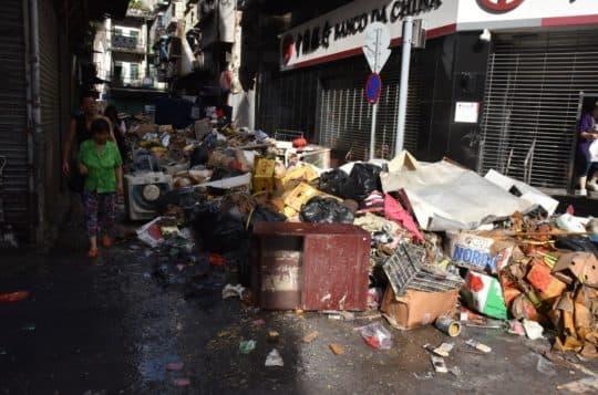 大量垃圾堆積澳門各區。