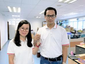 同心協進會第2候選人梁孫旭 (右) 第3候選人沙鶯(左) 。