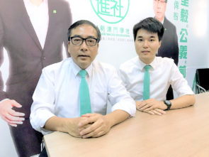 學社前進第1候選人蘇嘉豪 (右) 第2候選人陳偉智 (左) 。
