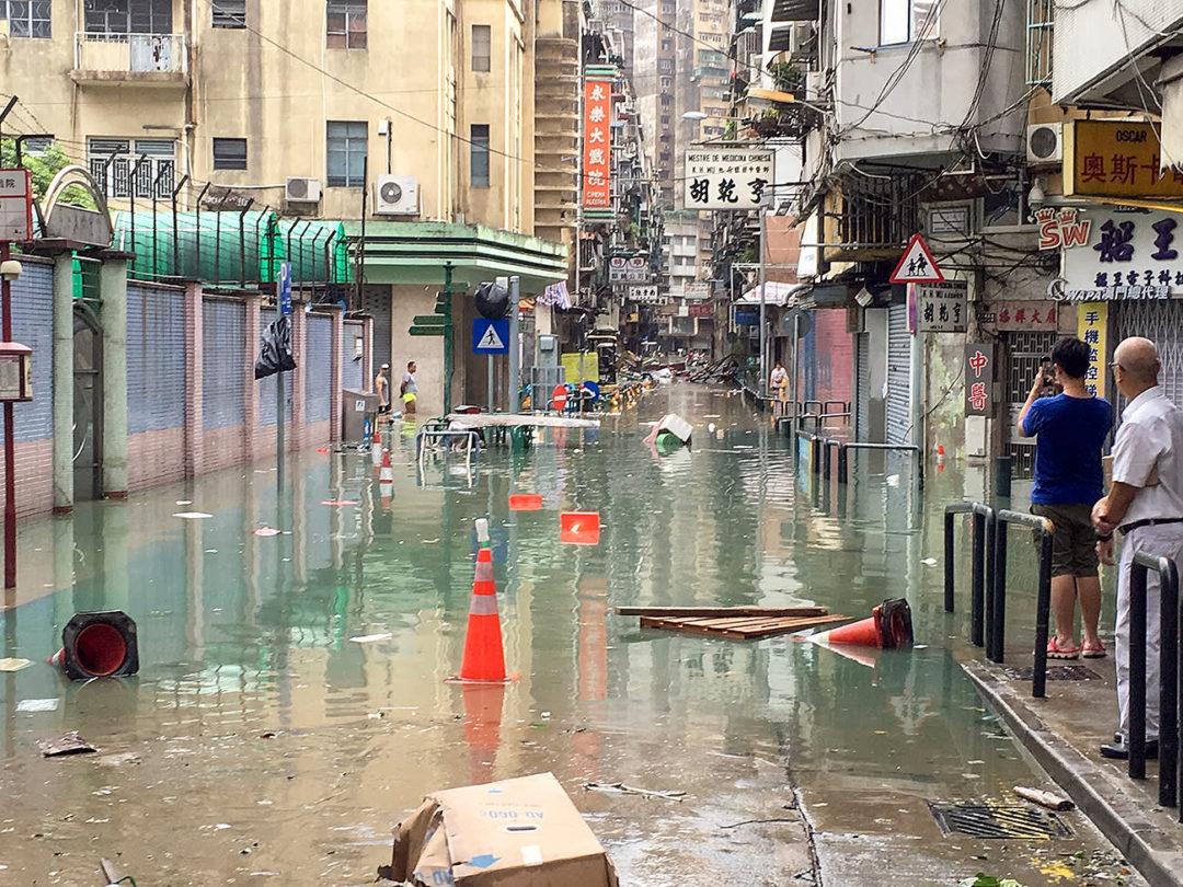 「澳門以前水浸,以新馬路來說,不會超過大豐銀行門口,因為最原始的海岸線就在營地大街。當然今次『天鴿』已破了這個紀錄。」城市規劃師林翊捷分析。
