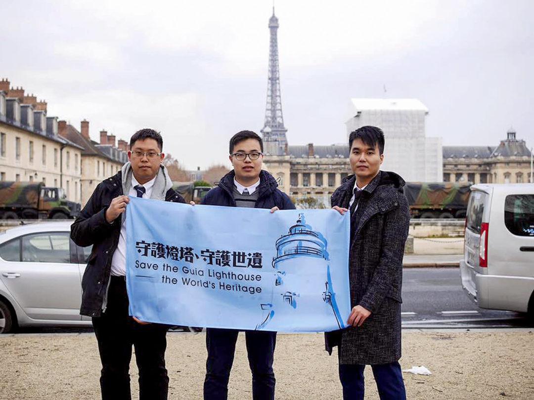 新澳門學社周庭希、蘇嘉豪、鄭明軒到巴黎向聯合國反映東望洋燈塔保育危機(2016年) 。