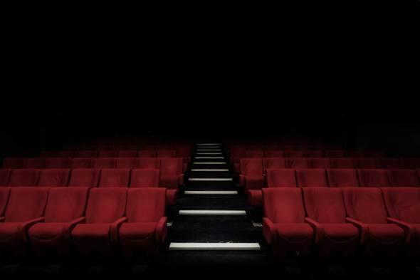 文產基金沒有發放足夠資料讓公眾了解到這些拿了大額資助的電影公司的背景、電影內容、主創人員,演員、導演等名字,網站上也沒有。(photo by Felix Mooneeram@unsplash.com)
