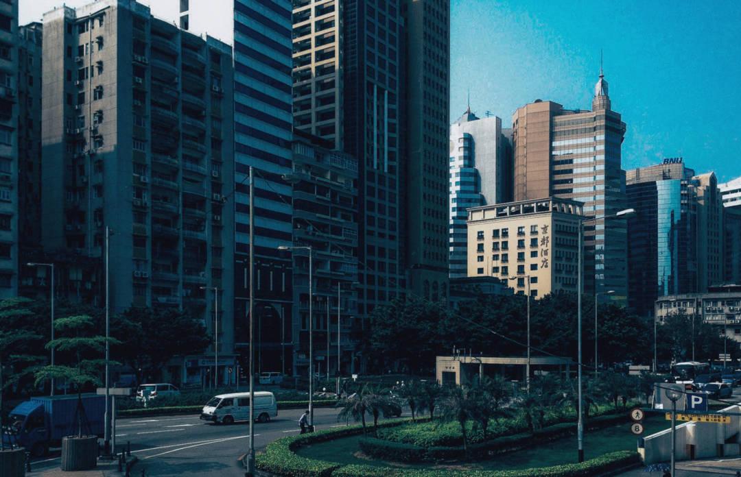 當我們都聚焦在政府推出的無障礙應用程式時⋯⋯我們都突然醒覺,這個所謂的國際城市是多落後。