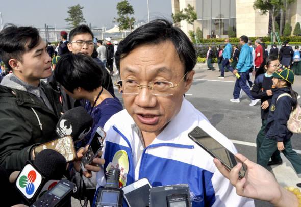 譚俊榮向特首建議委任毫無文化背景及經驗的謝慶茜出任文化局「掌舵人」,引來社會尤其文化界極大爭議。