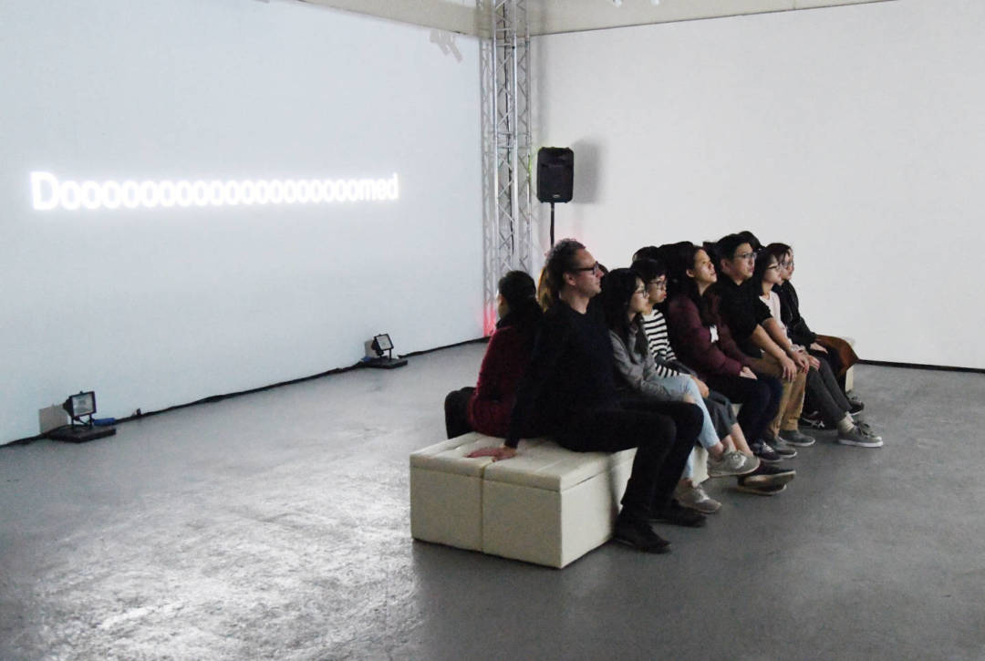《碰而不見》,劇照由文化局提供
