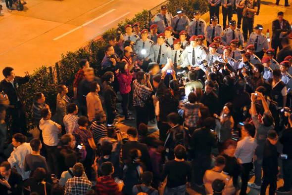 善豐小業主當年的憂愁與憤怒,最終引發了佔街行動,並發生警民肢體衝突。