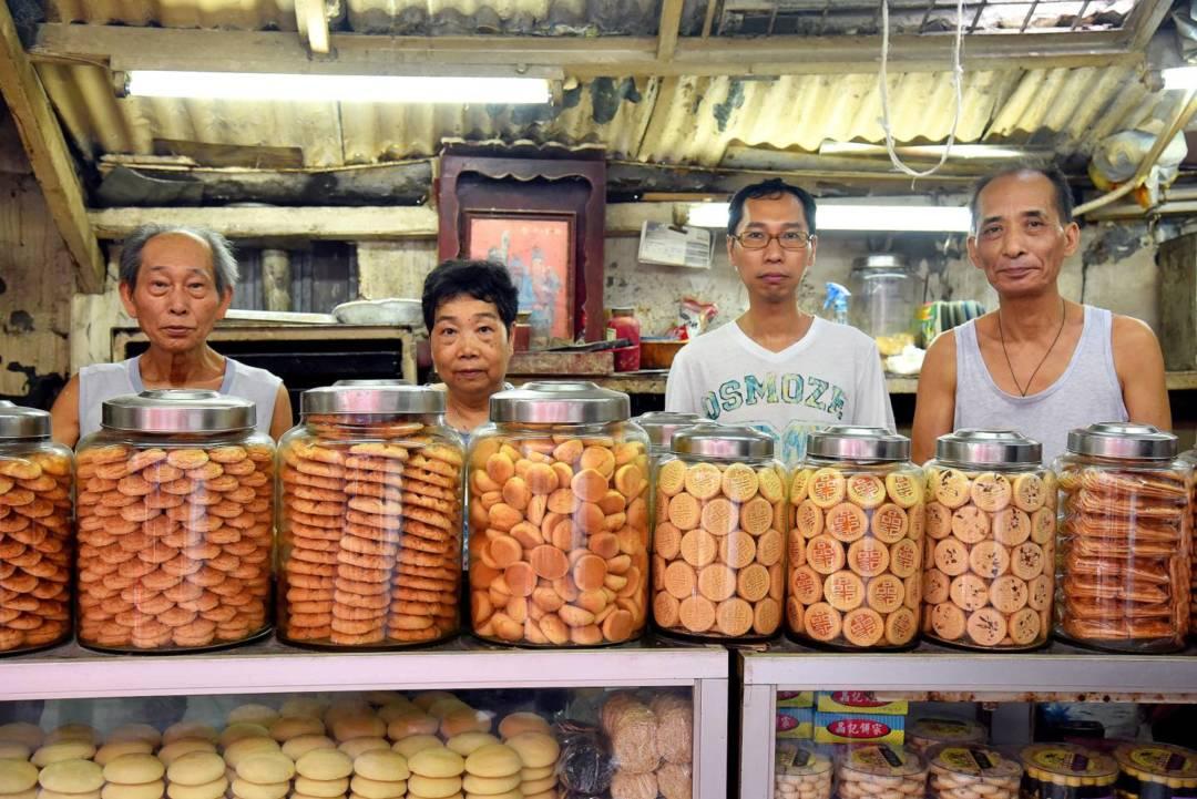 左至右:晶記老闆歐生、晶記老闆娘、晶記第二代、鄭師傅。