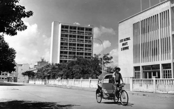 莉娜大廈與昔日周邊建築。