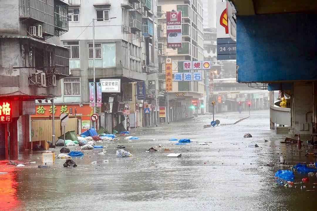 經過去年強颱風「天鴿」一役,政府及民間面對超強颱風「山竹」的來襲,可謂嚴陣以待。