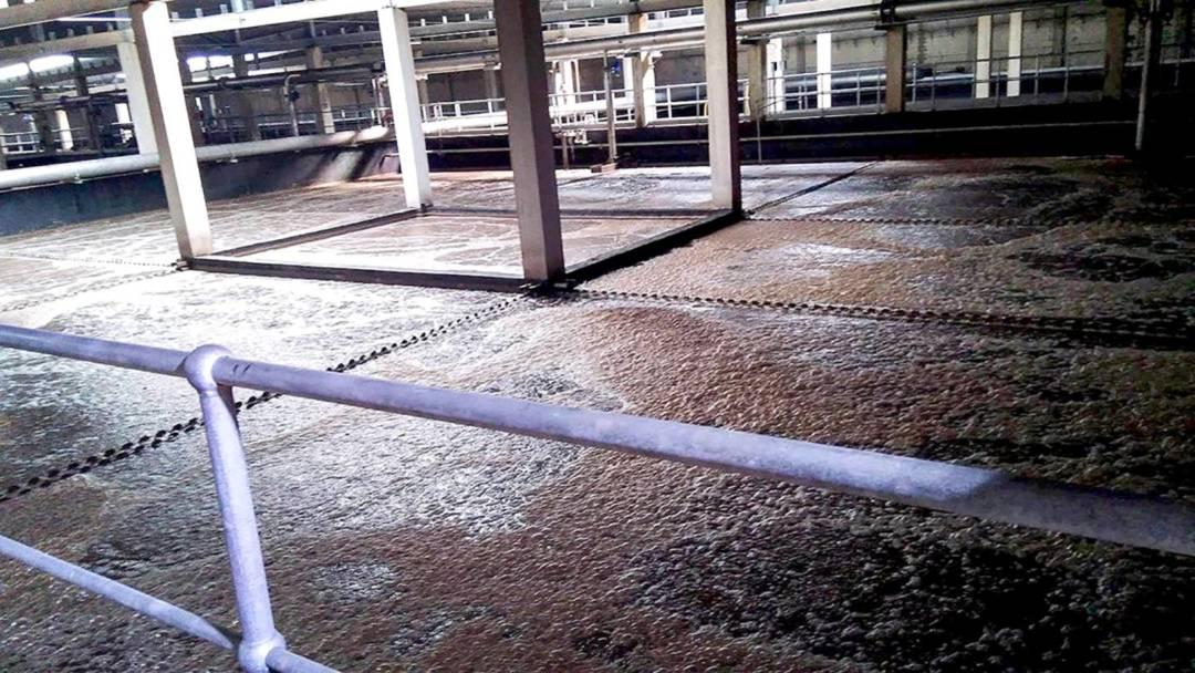 澳門半島污水廠近年面對超負荷的問題,不少污水都未有經過污水廠處理就直接排放到大海中。
