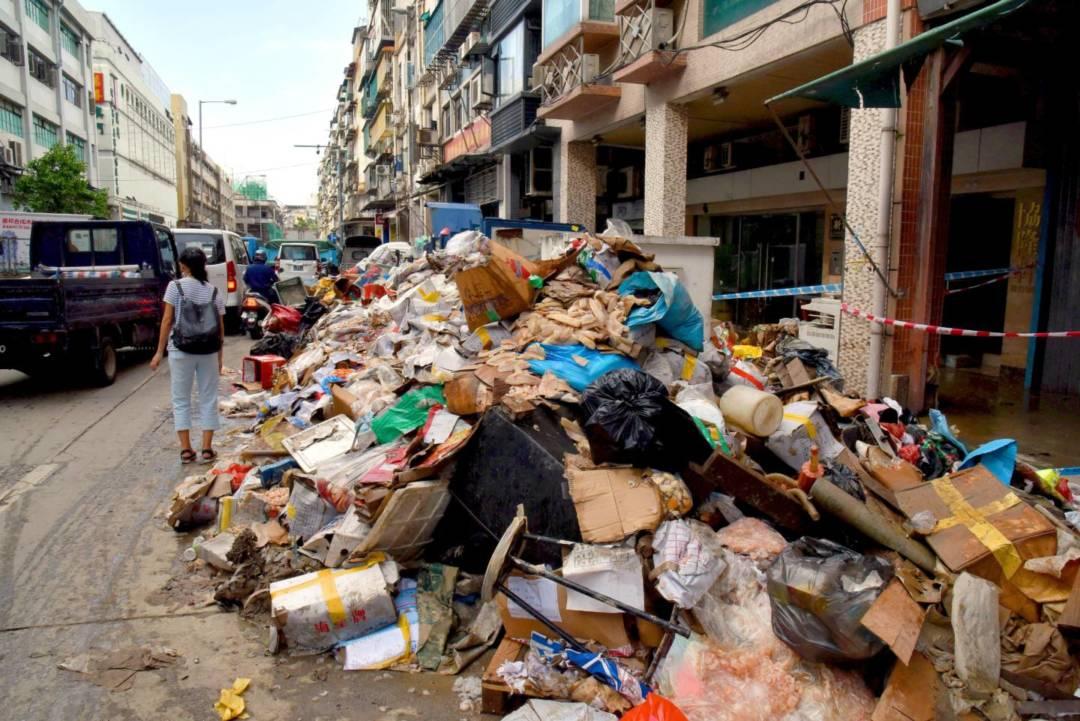 去年強颱風「天鴿」產生超大量廢棄物。