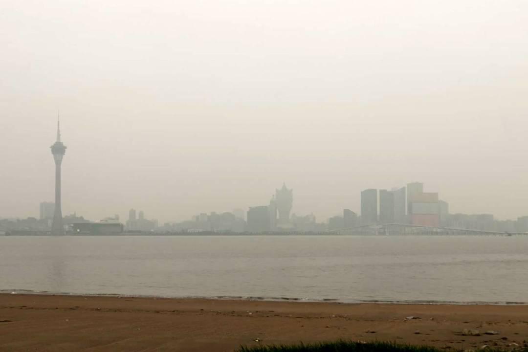 根據環保局在今年8月公佈《澳門環境狀況報告2017》,臭氧是本澳的主要空氣污染物,在9月份的濃度較高。